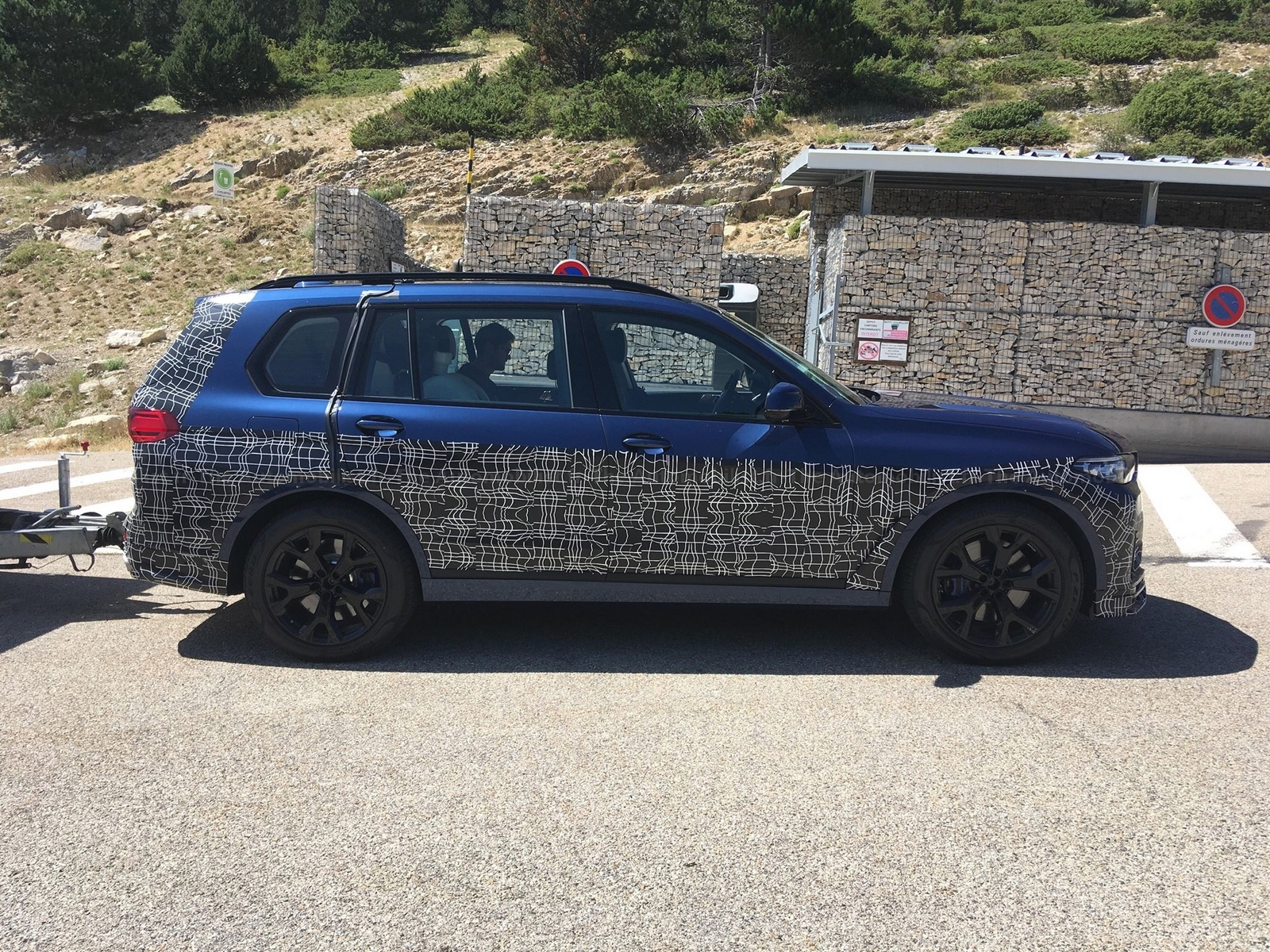 2017 - [BMW] X7 [G07] - Page 15 Alpina-X7-spyshot-the-Automobilist.3