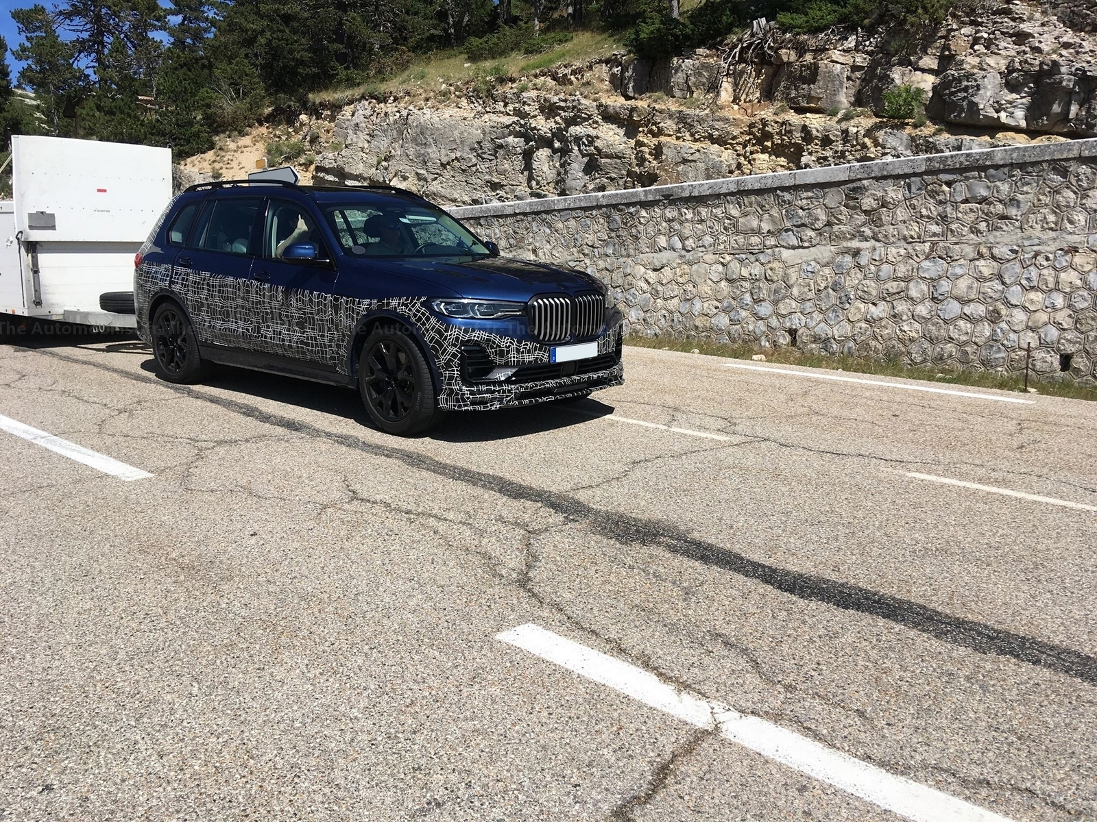 2017 - [BMW] X7 [G07] - Page 15 Alpina-X7-spyshot-the-Automobilist.6
