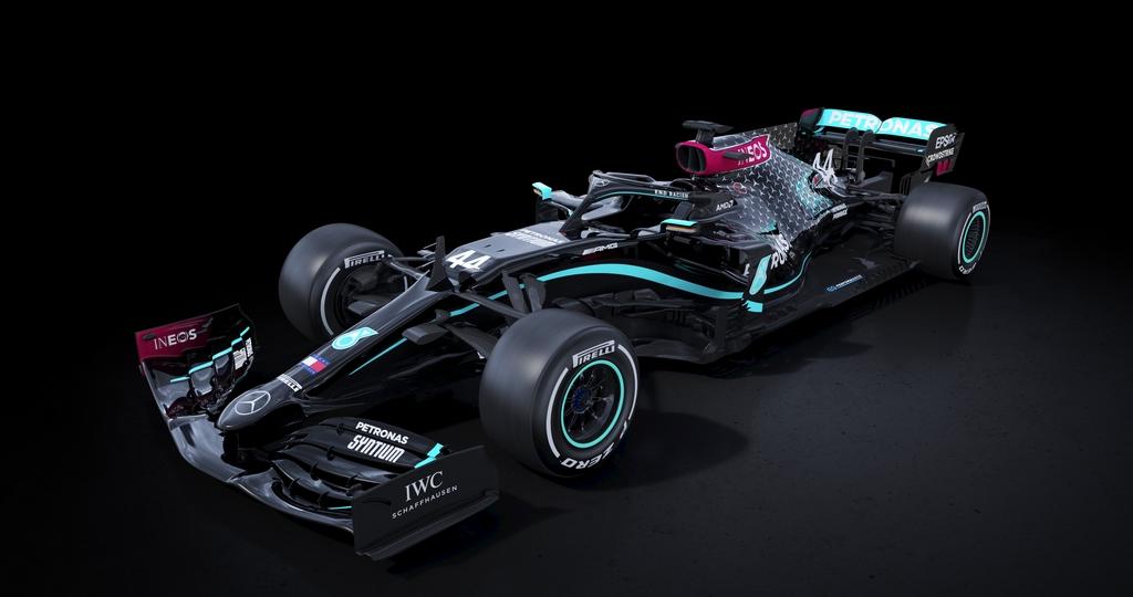 Des Mercedes noires contre le racisme